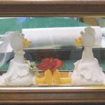 Wedding cake topper in clamshell frame